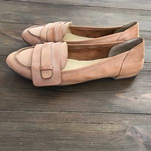 NEW Distressed Tan Leather Loafer